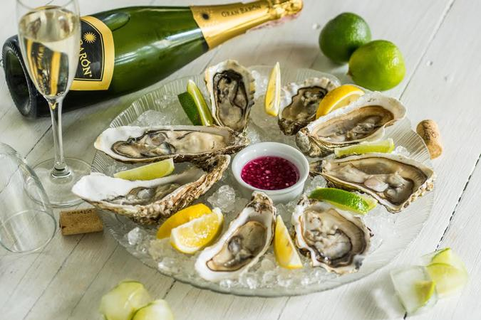 OYSTERS SET + WINE